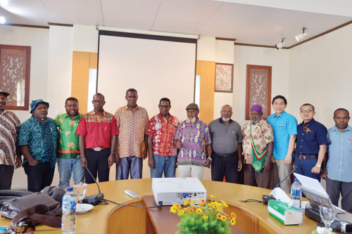 Foto bersama usai penandatangan PKS.