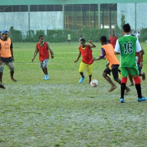 Bermain sepak bola salahsatu kegiatan di sore hari yang dilaksanakan oleh anak-anak penghuni Asrama Taruna Papua Timika.