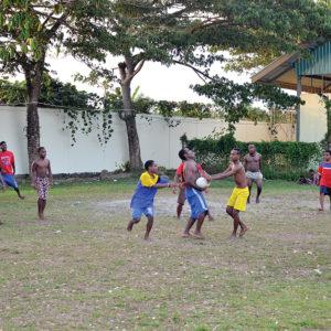 Rugby salahsatu kegiatan di sore hari yang dilaksanakan oleh anak-anak penghuni Asrama Taruna Papua Timika.