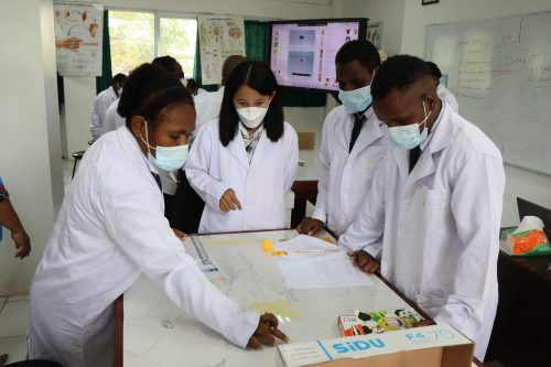 Aktifitas Belajar di Laboratorium IPA.