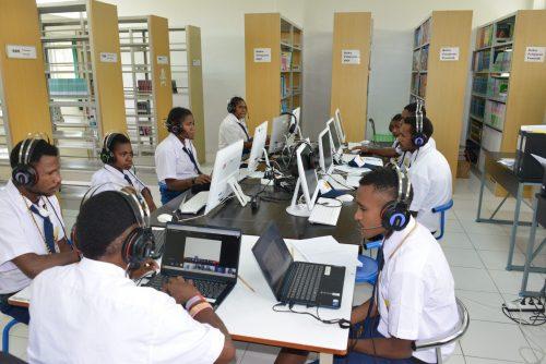 Siswa Sekolah Asrama Taruna Papua (SATP) ketika belajar di kelas Internasional, mereka belajar secara online bersama siswa di negara lain (Filipina).